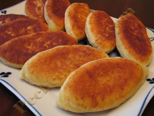 пирожки жареные на сковороде из творожного теста